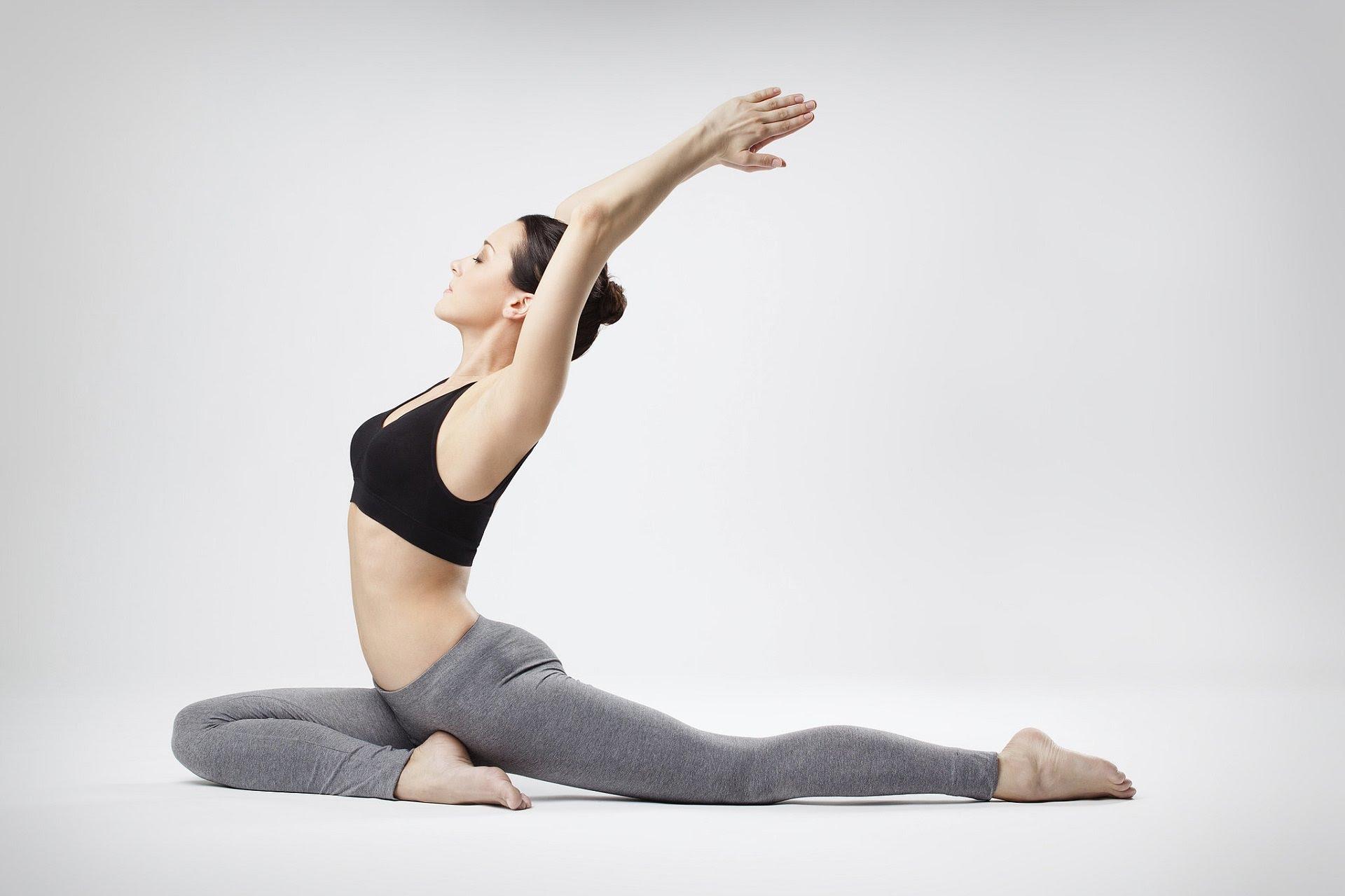 diem-danh-cac-bai-tap-yoga-don-gian-co-the-thuc-hien-tai-nha2