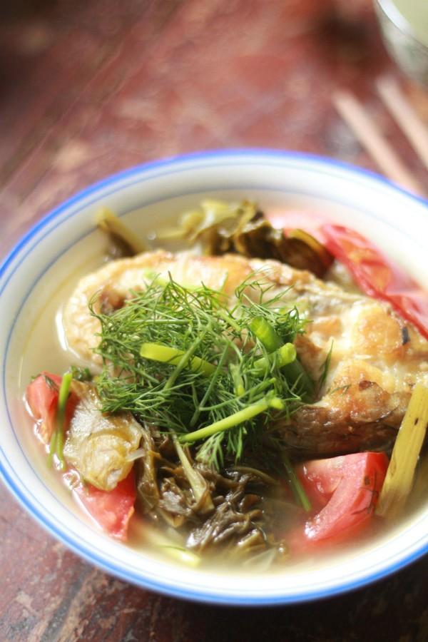 Canh cá nấu dưa chua cho bữa tối giảm cân ngon miệng 1