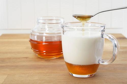 Làm đẹp da với sữa chua và mật ong 1