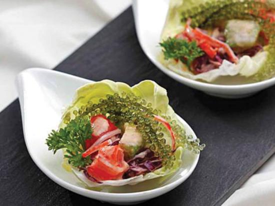 la-mieng-va-bo-duong-hon-voi-mon-salad-rong-nho-va-bap-cai-tim-1