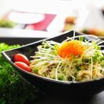 Giảm cân thú vị với món salad nấm trứng cua
