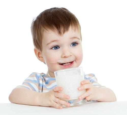 Những điều lưu ý khi cho bé dùng sữa bột 1