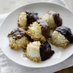 Tập làm bánh dừa bọc chocolate hấp dẫn