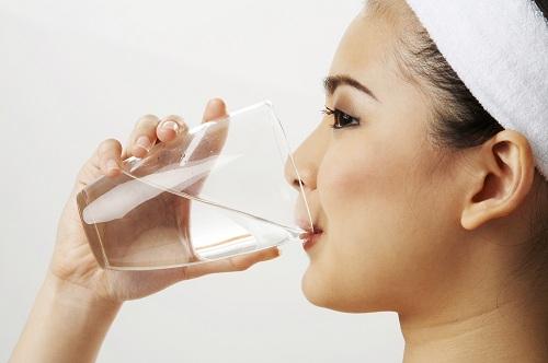 Uống nhiều nước giúp thanh lọc cơ thể, giảm cân hiệu quả