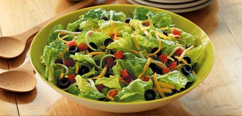 Salad rất tốt cho giảm cân, nhưng đó là khi không dùng với sốt béo.