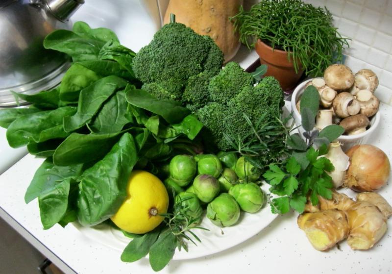 Bổ sung các loại rau có màu xanh đậm trong các bữa ăn hàng ngày