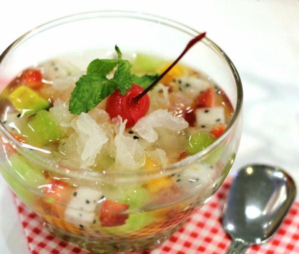 Thưởng thức món chè tuyệt vời từ trái cây mát lạnh