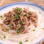 Cho bữa sáng giảm cân ngon miệng với món bún gạo trộn thịt băm