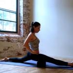 Những bài tập yoga giúp đôi chân thon gọn trong 20 phút