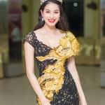 Học Hoa hậu Phạm Hương cách giữ dáng hoàn hảo
