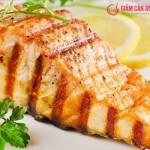 Giảm cân ngon miệng với món cá hồi nướng chanh