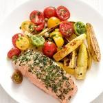 Cá hồi nướng rau củ giúp cơ thể được bổ sung nhiều dinh dưỡng khi giảm cân