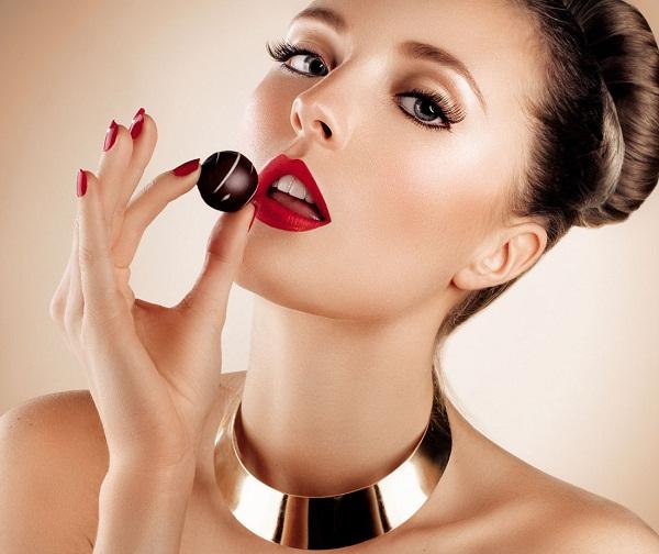 Tráng miệng với một miếng chocolate đen