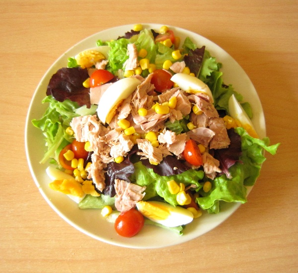 Nhung-mon-salad-ngon-ho-tro-giam-can-khong-nen-thieu-trong-thuc-don-2