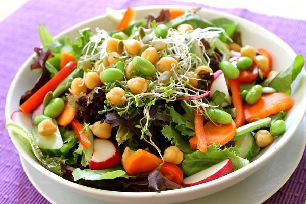 Nhung-mon-salad-ngon-ho-tro-giam-can-khong-nen-thieu-trong-thuc-don-4