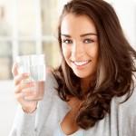 Uống nước sai cách làm bạn mãi không giảm cân được