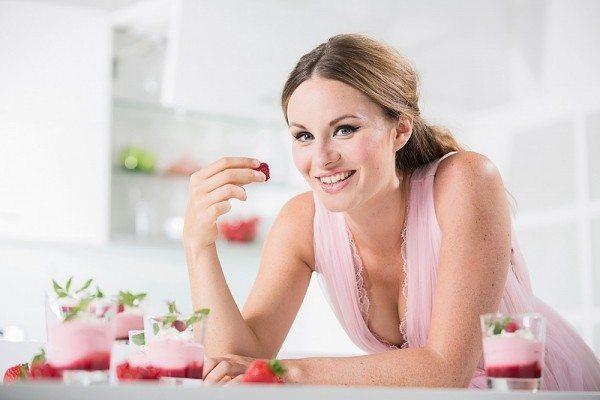 Chế độ ăn uống đóng vai trò quan trọng trong việc giảm cân của chị em.