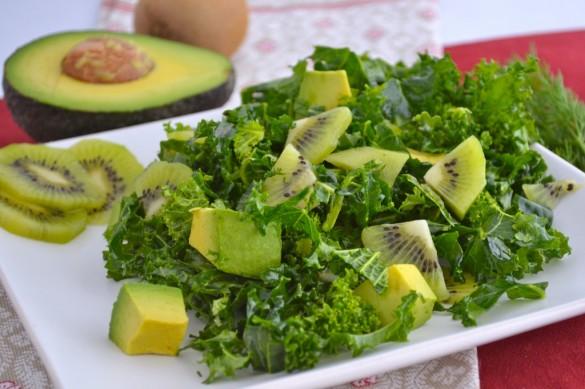 Salad kiwi bơ đủ chất.