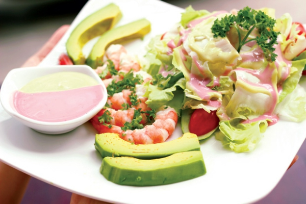 Tha?�m chA� ba??n va?�n cA? tha�? thoa??i mA?i va��i mA?n salad b??.