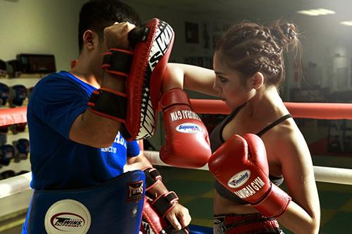 Á hậu Thanh Tú bật mí bí quyết giảm cân và giữ dáng với bài tập boxing3