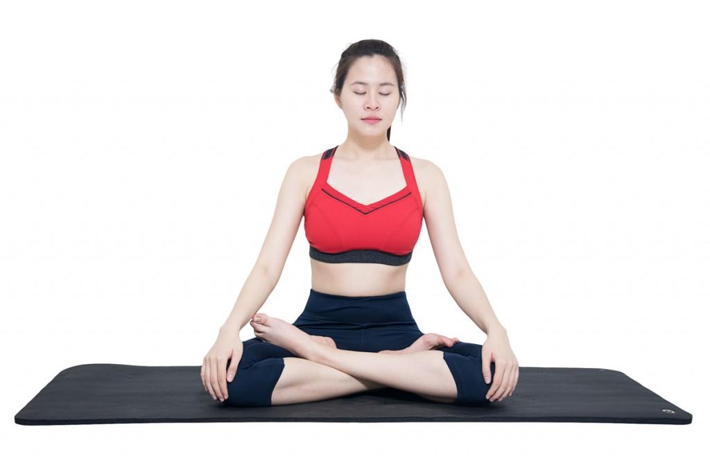 Những tư thế yoga đơn giản dành cho những cô gái lười5