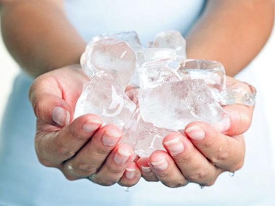 Bật mí 2 mẹo giảm béo hữu hiệu bằng nước đá