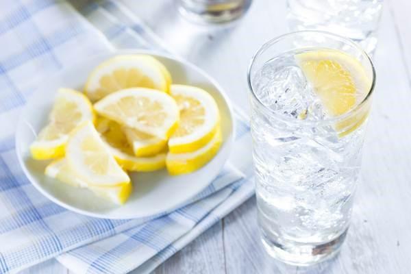 Bật mí 2 mẹo giảm béo hữu hiệu bằng nước đá3