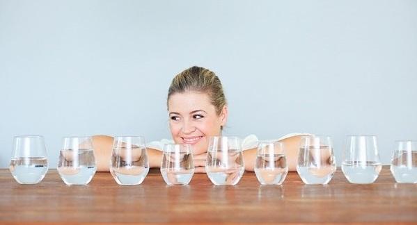 Uống đủ nước trong ngày1