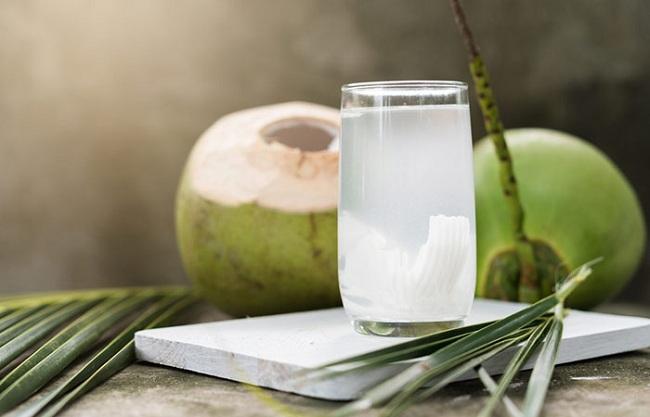 """Nên chọn """"team trà sữa"""" hay """"team nước dừa"""" cho quá trình giảm cân?2"""